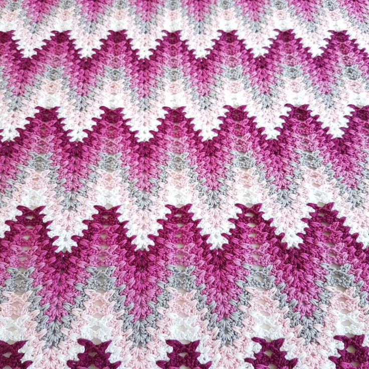 Heartbeat Ripple Please use #heartbeatripple and #bymimzan in social medias so I can find your lovely photos   SIZE: Babyblanket ca 50 x 70 cm YARN: Scheepjes Catona 100% cotton 2 skeins of each co…