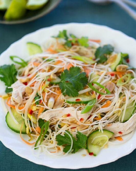Low FODMAP and Gluten Free - Steamed Thai chicken noodle salad http://www.ibssano.com/steamed_chicken_salad.html