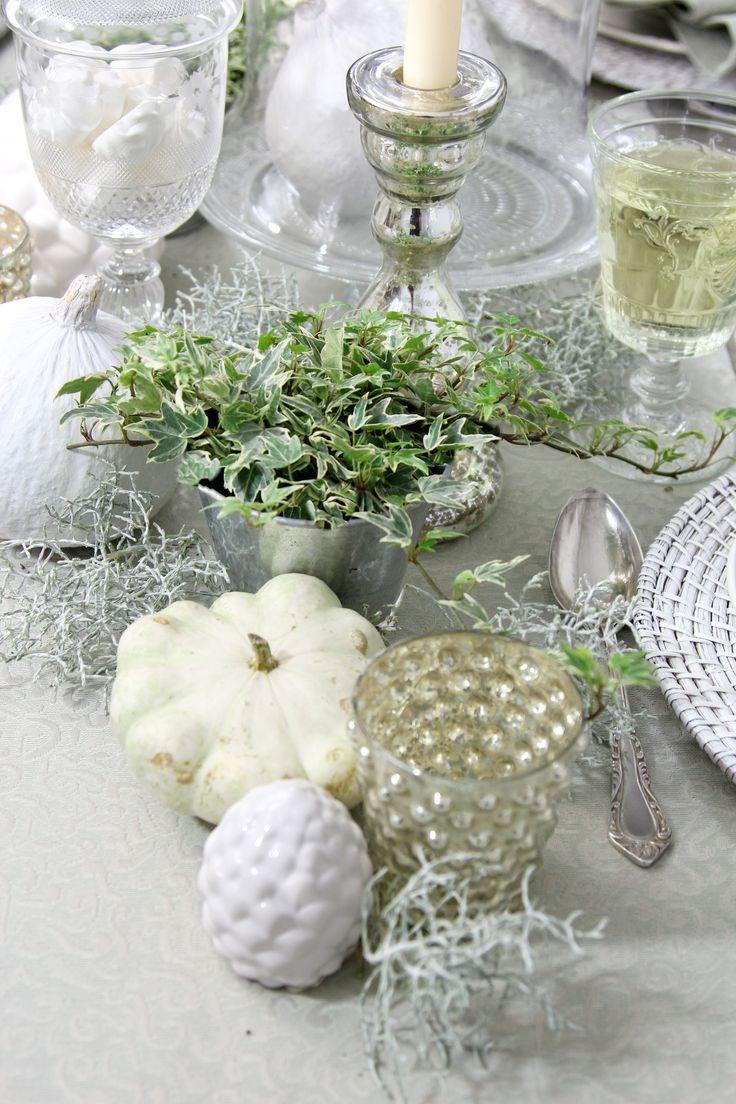 Herbstliche Tischdeko In Weiß. Tischdecke Von Sander.