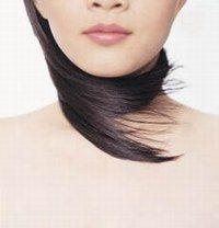 Est-ce que je risque de perdre des cheveux ? - Réussir sa coloration de cheveux - Non, mais les changements radicaux, noir corbeau ou platine, sont difficiles, il vaut mieux aller chez le coiffeur qui connaît bien la technique décoloration/coloration. Chez vous...