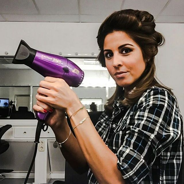 Grazie a @noemimj per aver fotografato il nostro #parlux 3500  #parlux3500 #parrucchiere #hairspray #instahair #style #phon #asciugacapelli #hairdryer #secador #colours #colors #italy #madeinitaly #instafollow #instagood #colori #pink #hairdressers #parrucchierando
