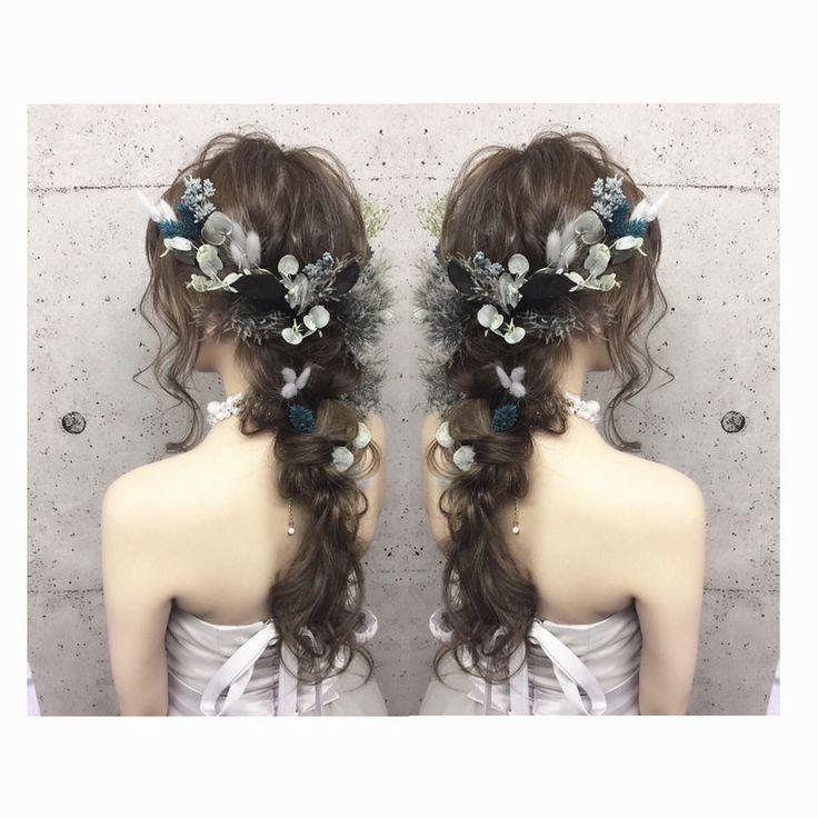 〔可愛い×色っぽい〕が理想♡シックな色合いのお花で飾った大人可愛いブライダルヘアカタログにて紹介している画像