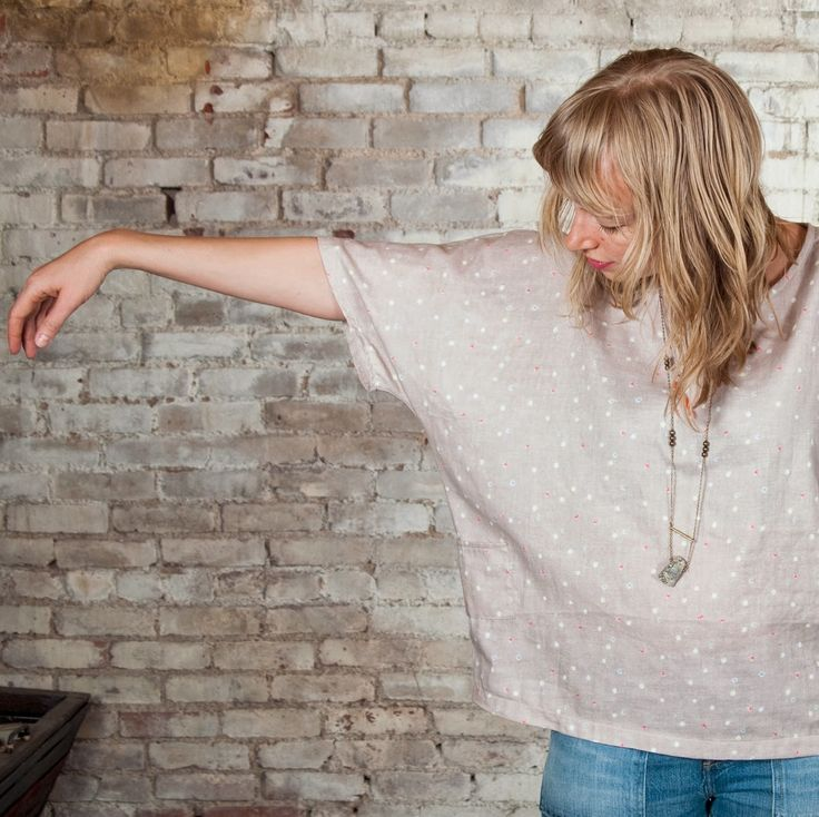 Double gauze is perfect for this [nani iro free] pattern, a loose, easy fitting tee, and it makes a garment that is oh-so-soft and comfortable.