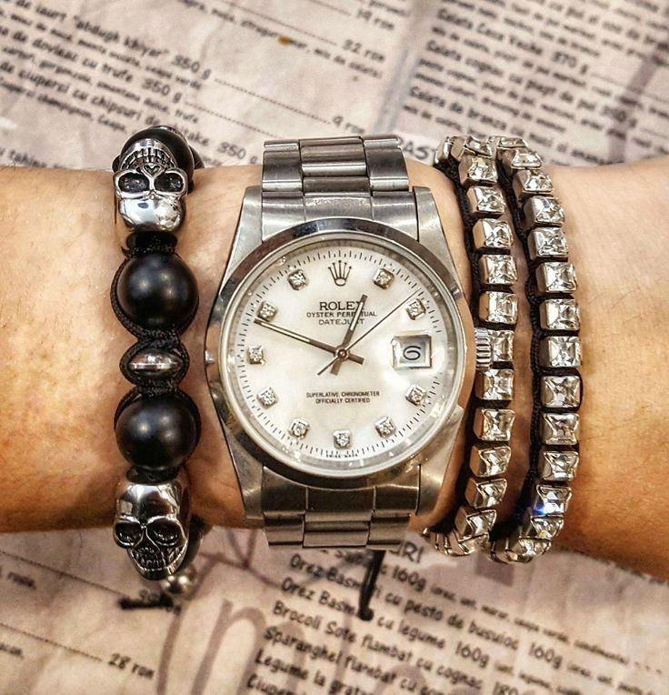 Black macrame barcelet with natural gemstones and stainless steel skulls💀