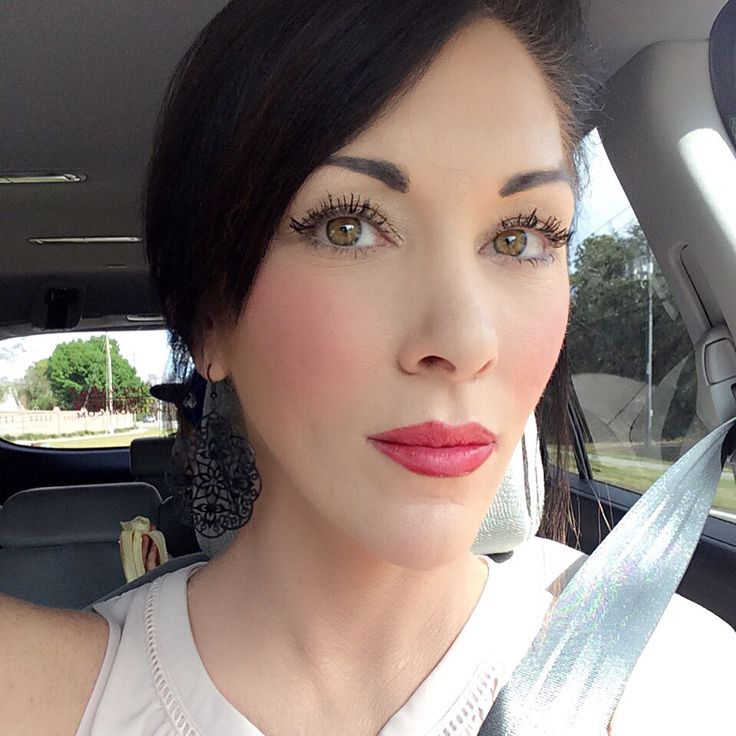 Simple makeup with RED lips, Younique's Stinkin Rich Opulence Lipstick Www.fitandfabulashmom.com