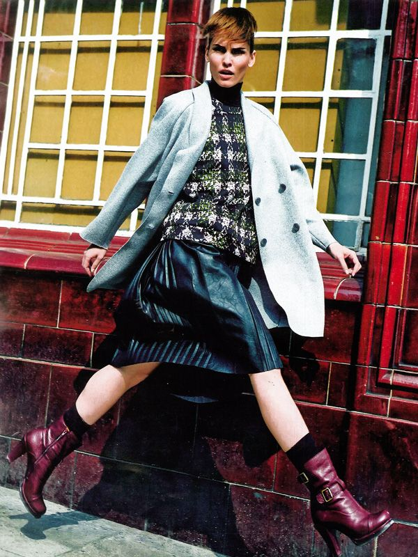 TUSTYLE Italia - October issue n.43-2013 _ Pag. 70: Leather skirt by #AtosLombardini __ #FW201314 #Trends #Lovely #Grunge #Outfit #StreetStyle