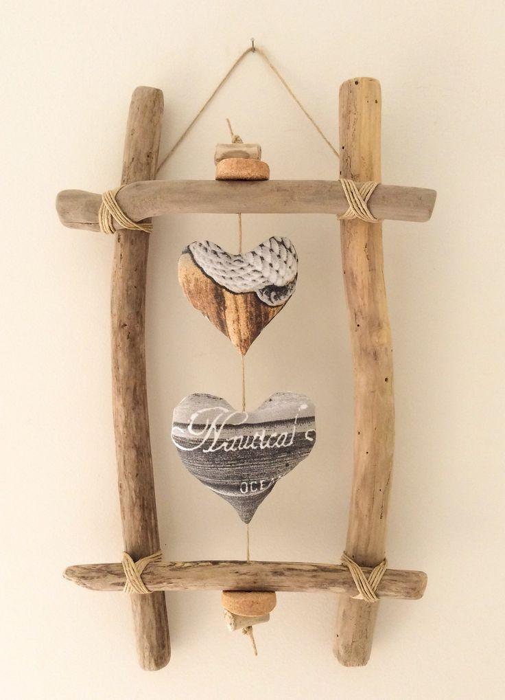Cadre en bois flotté et cœurs par l'Atelier …