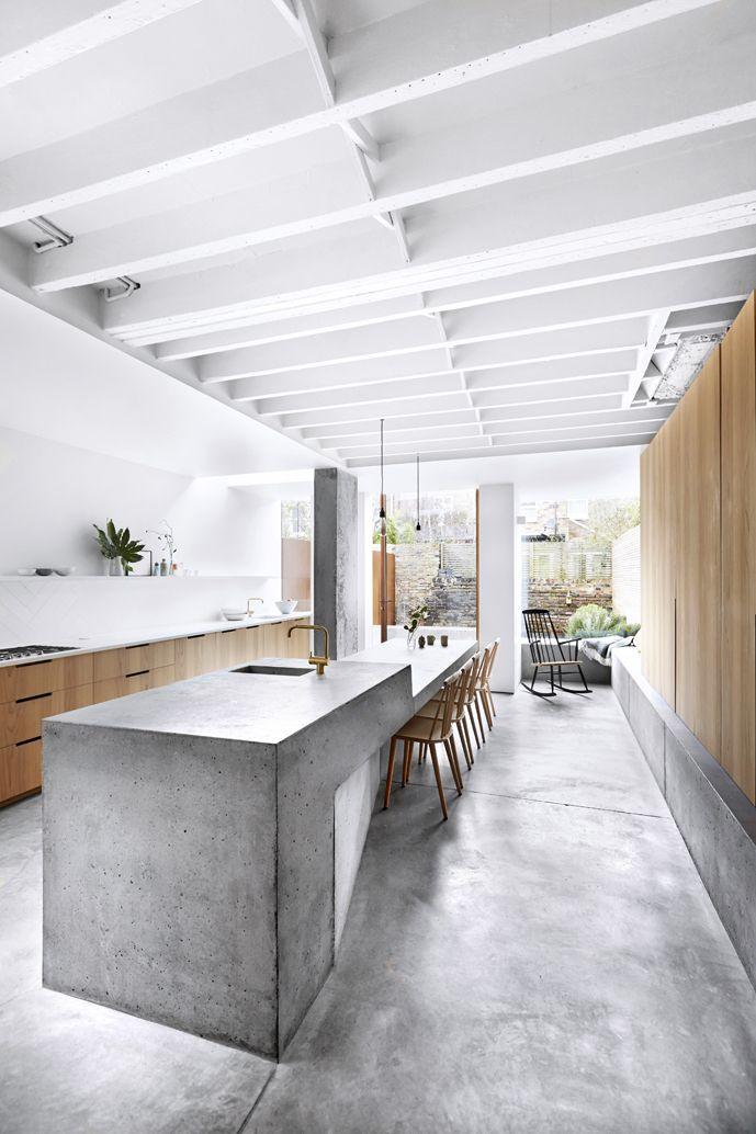 dit vind ik alleen mooi als je een ruime keuken hebt. een knusse keuken met laag plafond vraagt om andere materialen