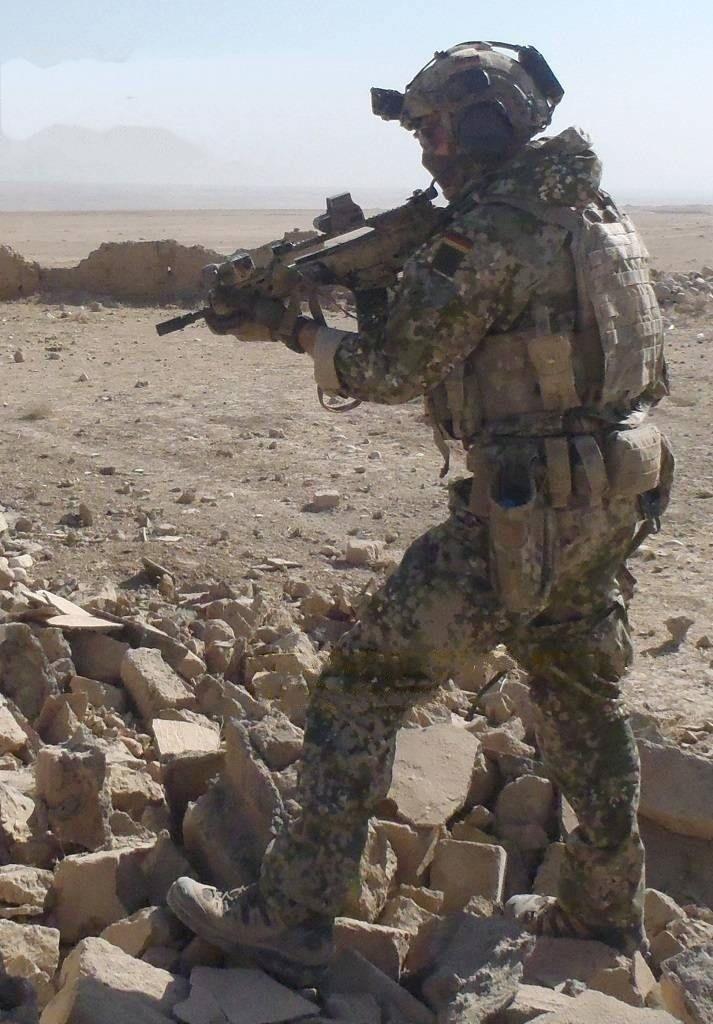 "German KSK operator rocking the Bundeswehrs new camo ""Multitarn"".[713x1024]"