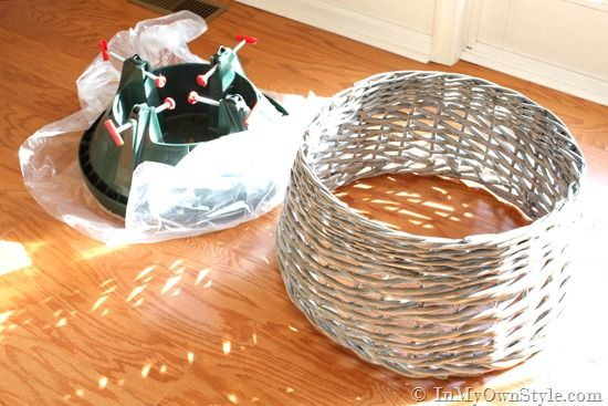 Look what you can turn into a Basket Christmas Tree Skirt. Full step-by-step photo tutorial will show you how to make one yourself   In My Own Style