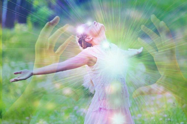 Аффирмации на пятницу 14.04.2017  Я смотрю на людей и на мир с любовью. Я уважаю людей и верю в их потенциал. Мне легко прощать себя и других. Прощение делает меня сильнее и мудрее. Прощение помогает мне осознать силу и красоту любви.