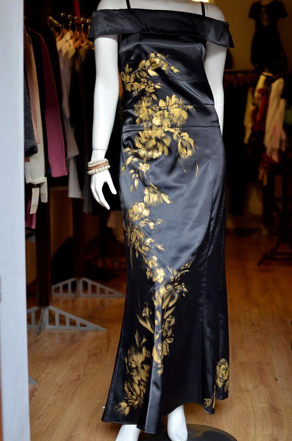 Długa suknia na bal malowana ręcznie.