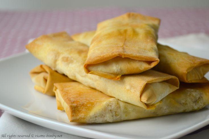 Gli involtini primavera sono un antipasto tipico cinese, a base di pasta fillo e ripieni di verdure. Scopri la ricetta da preparare con il tuo bimby.