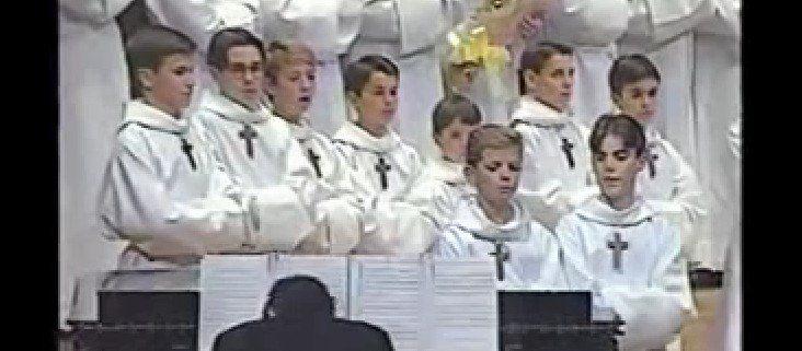 Este coro interpreta una canción que hará que el público estalle a reír - http://viral.red/coro-interpreta-dueto-de-gatos/