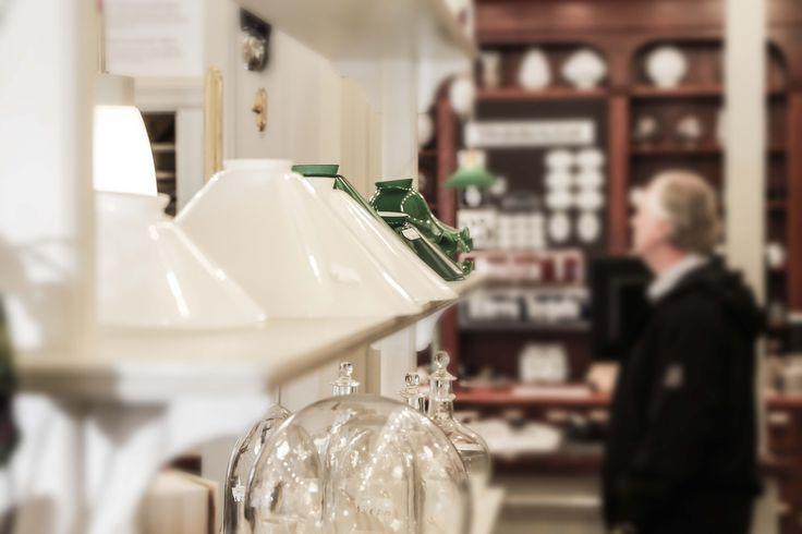 Helsingin myymälässämme, voit tutustua laajaan valikoimaamme, jossa on valaisimia, sähkötarvikkeita, heloja, tapetteja ja pintakäsittelyaineita. #habitare2015 #design #sisustus #messut #helsinki #messukeskus