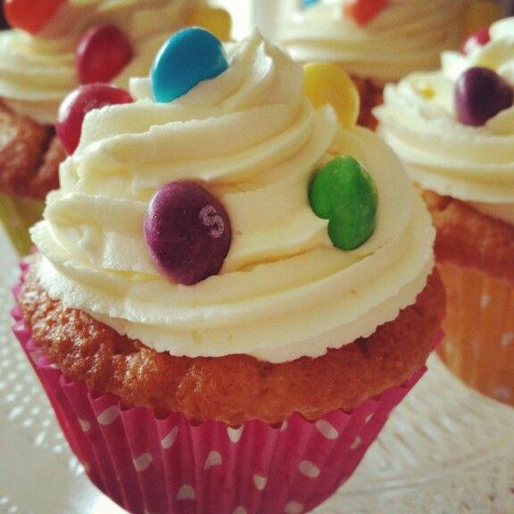 Skittles flavoured cupcakes #tastetherainbow