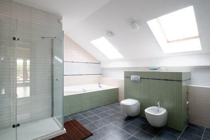 17 best images about salle de bains sous combles on - Amenagement de salle de bain sous comble ...