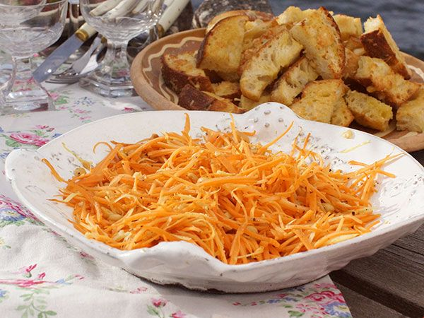Morotssallad med ingefära och jordnötter