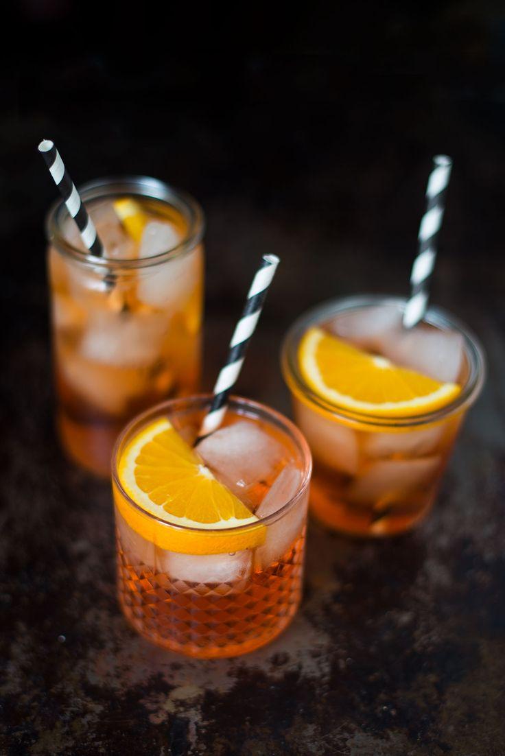 Det er nemt at lave den italienske drink Aperol Spritz selv. I den her opskrift kan du se trin-for-trin, hvordan du laver drinken.