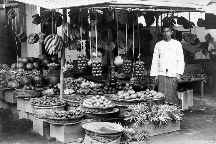 Tukang buah Pasar Minggu, 1930