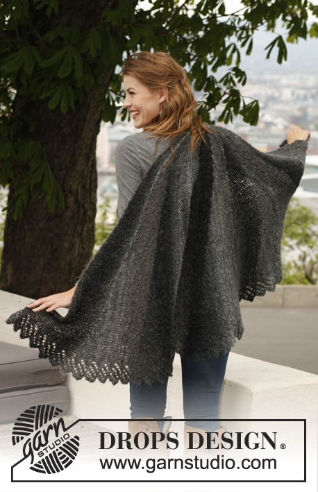 "Knitted DROPS shawl with short rows in ""Verdi""."
