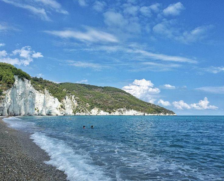 🔹Puglia of the day🔹  Repost di @marieantoinette89  Spiaggia di Vignanotica ・・・  Tag #pugliacom per segnalarci le tue foto  Le condividiamo sui nostri canali Facebook e Instagram!  ・・・  #apulia #puglia #pugliaview #pugliagram #yallerspuglia #italian_places #italiainunoscatto #italianlandscapes #italytravel #ig_italia #italy #instamoments #instagood #picoftheday #photooftheday #likemypic #like4like #l4l #follow4follow #f4f #travel  #Vignanotica#travelblog