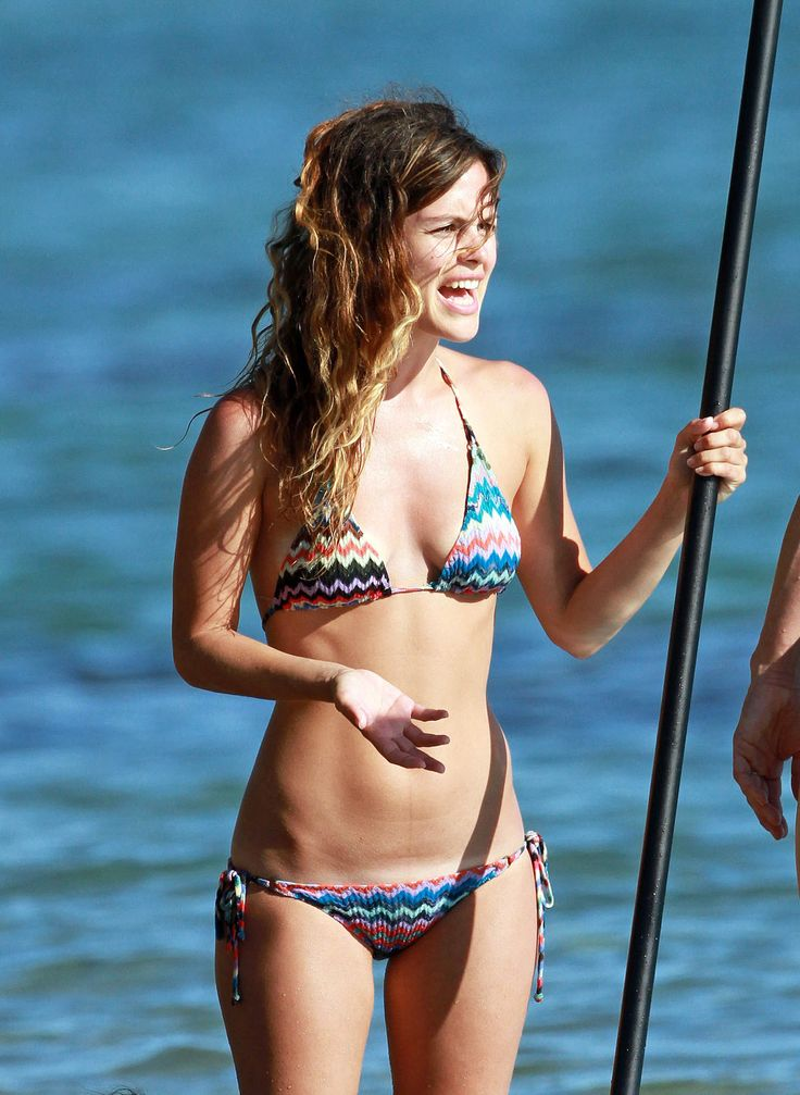rachel-bilson-multicolored-bikini-Hawaii