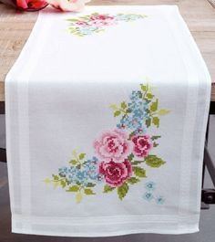 Runner Floral Wreath From Vervaco - For home - Embroidery - Casa Cenina