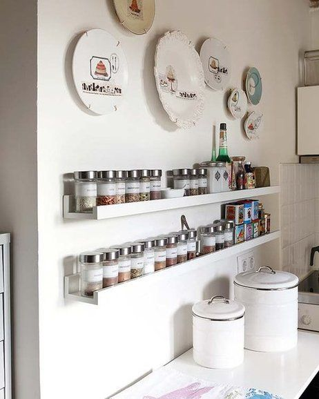 Un tico con mucho encanto narrow kitchen kitchens and - Estanterias para despensas ...