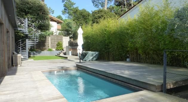 une petite piscine avec terrasse coulissante piscines carr bleu piscinas pinterest. Black Bedroom Furniture Sets. Home Design Ideas