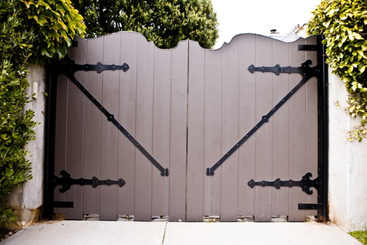 Sword Fencing Company Llc Is The Most Professional Fence Contractor In West Columbia Sc 29170 Call Us If You Fence Contractor Fencing Companies Driveway Gate