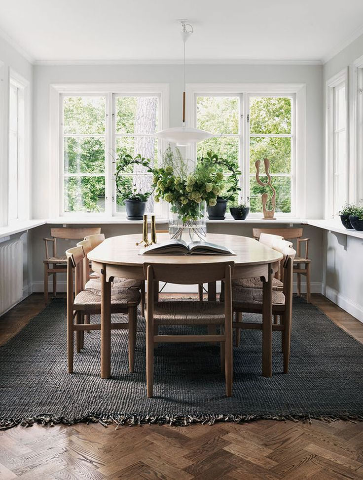 How pretty is this dining room!