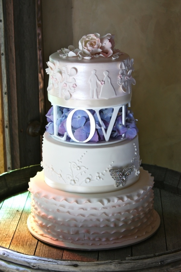 Romantic Wedding Cake. must have this love in my cake.
