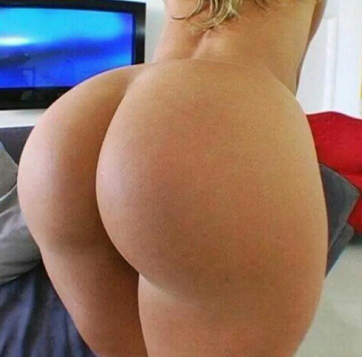Juicy booty naked girls