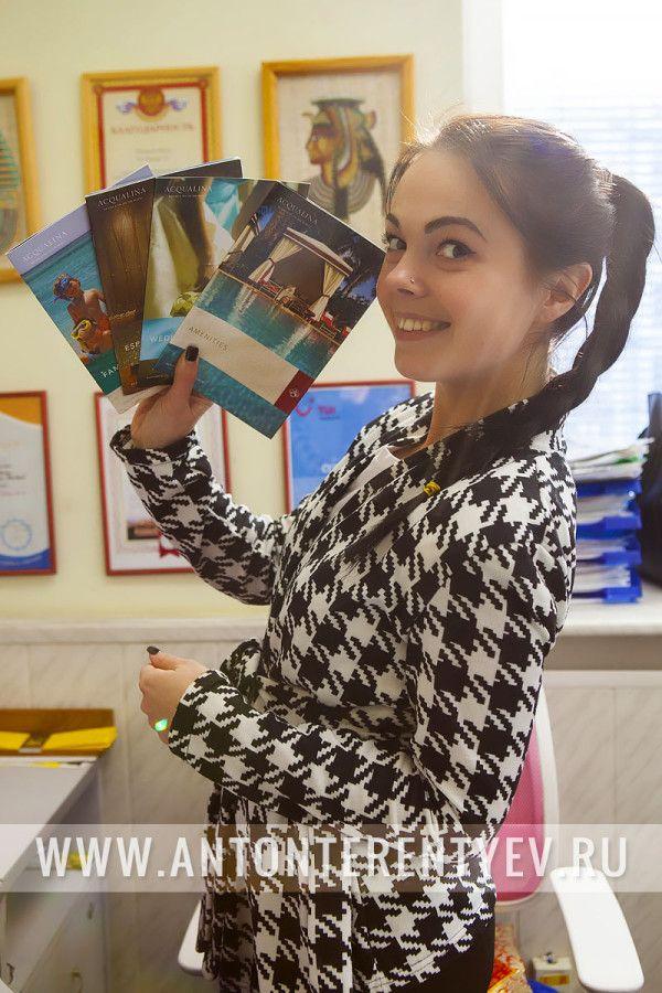 17 февраля 2015 г. имел честь вручить призы и подарки победителю конкурса «Лучшее фото из Новогоднего отпуска»- Юле Файзулиной, которой подарили яркие пляжные шлепанцы, фирменную уточку Acqualina и ароматическую свечу известной британской марки ESPA.  Не обошлось и без небольшой фотосессии специально для Acqualina Resort & Spa on the Beach. #resort #beach #summer #Acqualina #photographer #АнтонТерентьев #фотограф