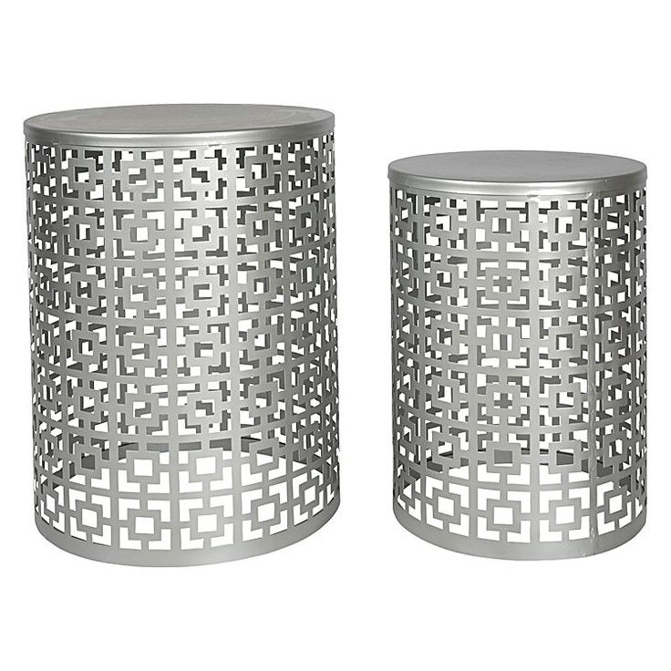 Showcase glamorous looks in your décor with the metallic hue of the Nyla Side Table, Silver (Set of 2) from Casa Uno.