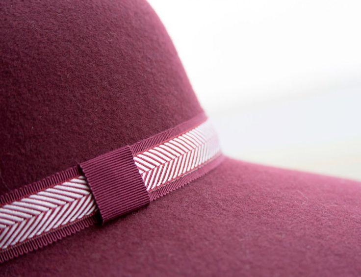 WAW - Chapeaux & Headbands. CAP 02 Capeline bordeaux.