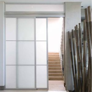 Conjuntos de piezas que permiten armar puertas de aluminio en forma fácil. Regístrate en línea y descarga los catálogos.