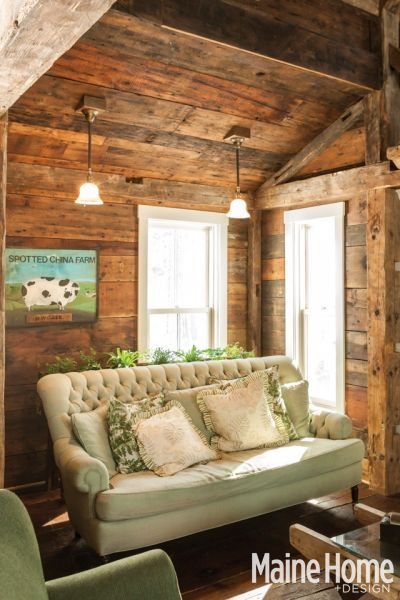 A Classic White New England Farmhouse In Maine New England Farmhousehome Design Magazinesplank