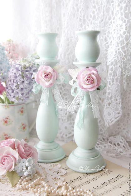 Купить или заказать Подсвечники деревянные 'Мятные розы'. в интернет-магазине на Ярмарке Мастеров. Пара, больших, деревянных подсвечников - 'Мятные розы', приятного, мятного цвета, придадут Вашему интерьеру элемент романтичности и нежности)) Подсвечники, выполнены из дерева (липа), имеют красивую, фигурную форму: многослойно окрашены, декорированы: винтажным кружевом и розами нежно розового цвета)) Ручная, авторская работа, в данном исполнении - в единственном экземпляре!