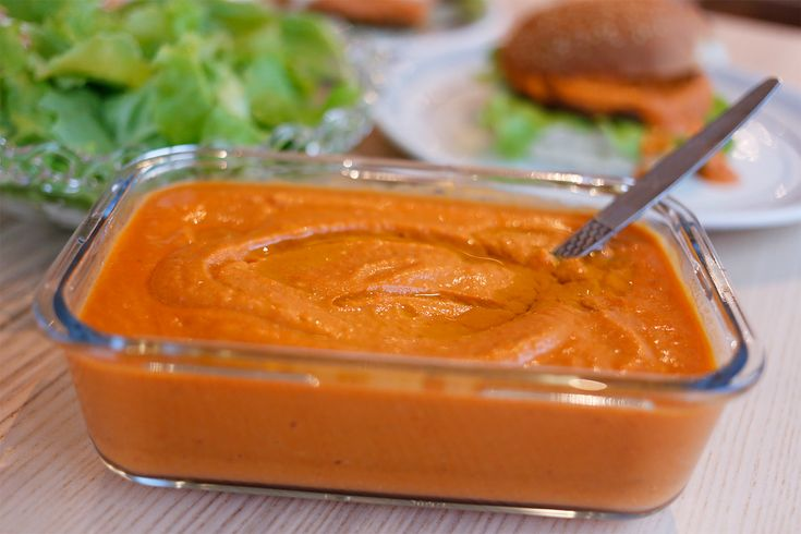 Ajvar er en relish laget av aubergine, rød paprika og krydder. Det stammer fra det serbiske kjøkken og er populært på Balkan og ellers i Europa, og nå også på mitt kjøkken! Oppskriften har jeg fått av mamma, som har funnet det i en bok. Ajvar passer godt som pålegg på brødskiva, som saus eller ...read more →