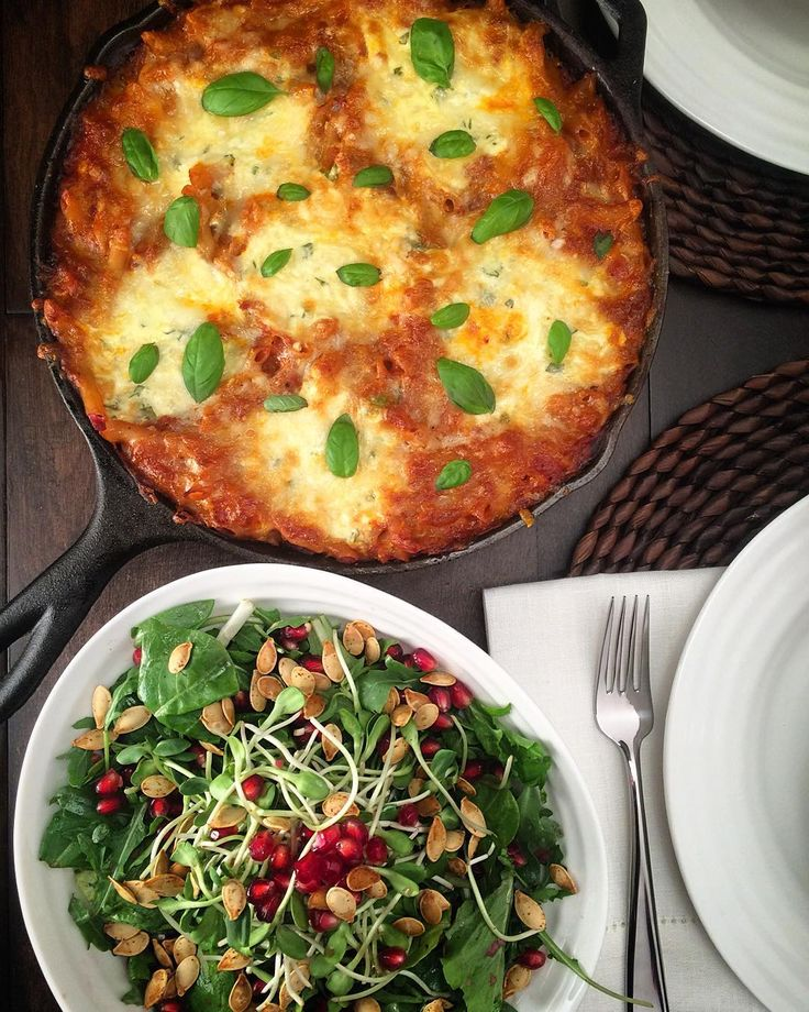 Monday's #onepotmeal is a baked skillet ziti with Italian #sausage, ricotta, mozzarella and parmesan cheeses. Served alongside a mixed green salad topped with micro greens, pomegranate and freshly baked pumpkin seeds.  Hope your week is off to a great start! @zimmysnook