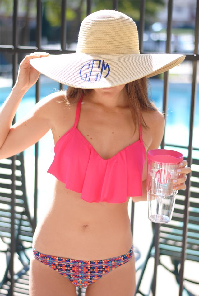 Southern Curls & Pearls: Here comes the sun... Would never wear the bathing suit, but the hat is adorable! :)