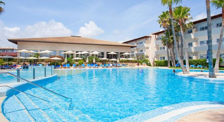 Grupotel Mallorca Mar Cala Bona This holiday aparthotel is situated on the seafront, a few steps away from the clear blue waters of the Mediterranean on the picturesque east coast of Majorca. The property offers free WiFi and air conditioning.