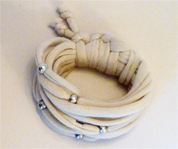 Cream bracelet with bead detail (11B)
