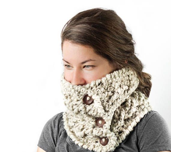 ***Chunky buttoned cowl***  - Made to order - One size : 24 X 9 inches - You can choose the color from the picture. - 3 Dark brown buttons will be sewed on it - My home is smoke free   Handmade in Quebec, Canada  --Pattern is available in my shop! ~~~~~~~~~~~~~~~~~~~~~~~~