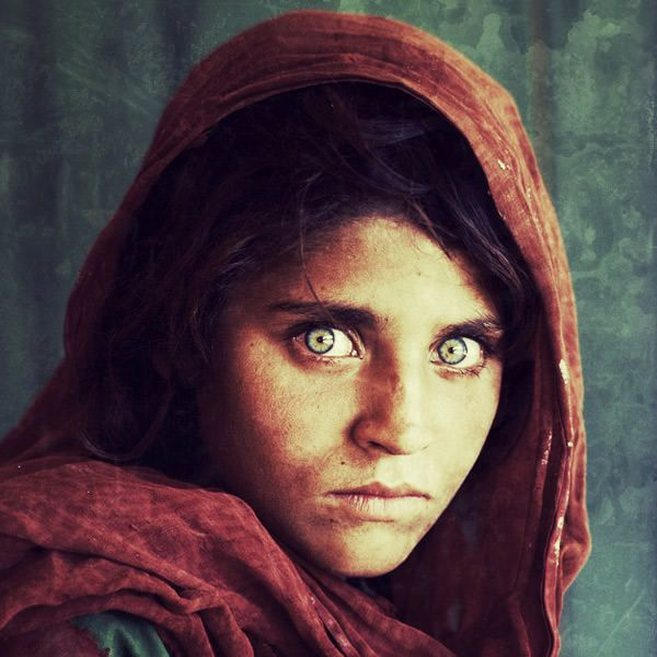 "Iconic Photos ""Re-taken"" with Instagram: The National, Afghans Girls, Girls Generation, National Geographic, Famous Photo, Steve Mccurry, Afghangirl, Green Eye, Beautiful Eye"