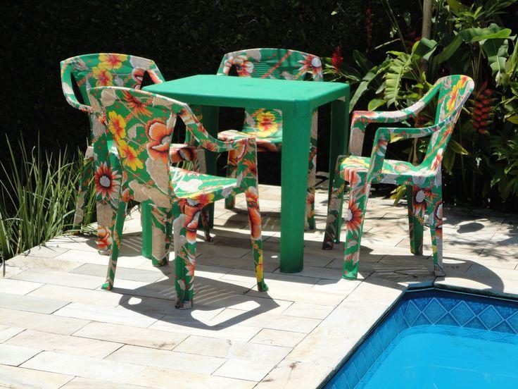 Cadeiras de plastico com Chita: