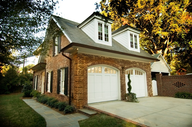 Garage that mimics the aesthetics of the main house for Southern living detached garage plans