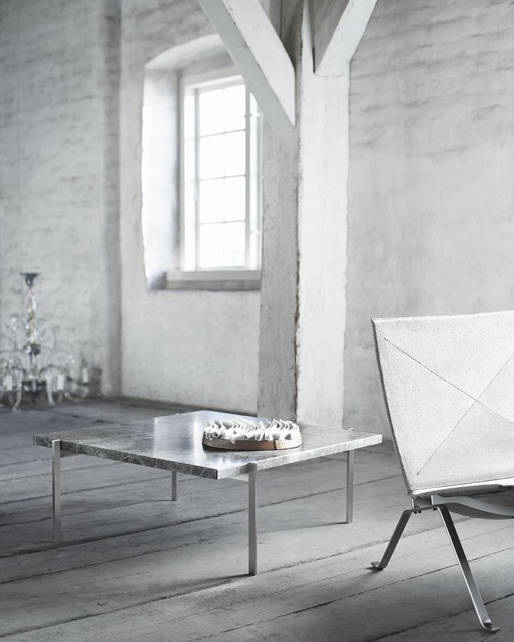 Fritz Hansen introduces the PK80 daybed, the PK33 stool and the PK91 folding stool in canvas. All designed by Poul Kjærholm